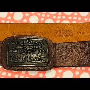 LEVI'S brown genuine leather belt.